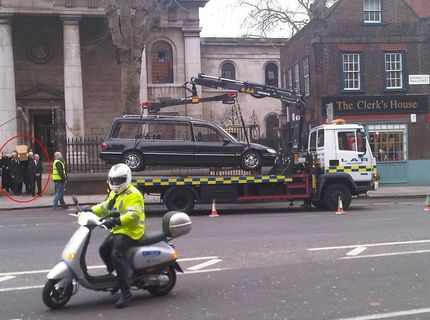 Odtiahnuté pohrebné auto počas pohrebu :) :)