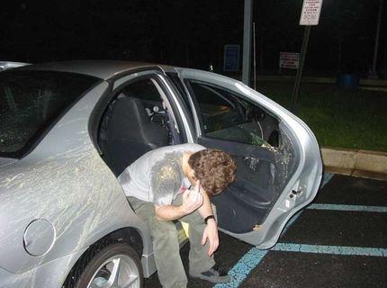 Chlapec sa vyriadil na kamarátovom aute :)