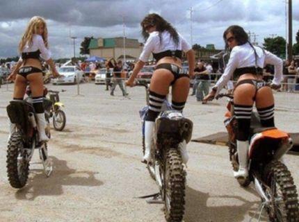K ženám patria motorky...alebo opačne :)