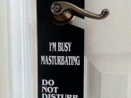 Originálna cedulka na dvere... dali by ste si ju doma na dvere ?:D