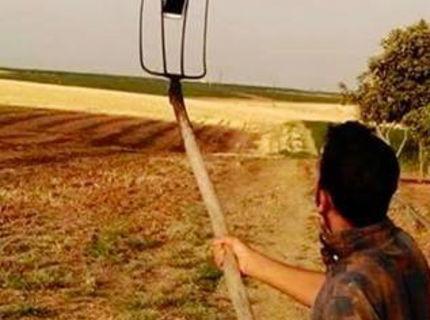 Selfie tyč pre sedlákov vyzerá takto :D