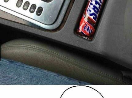 Hmmm..snickers v aute :D Aj toto sa vám môže stať :D
